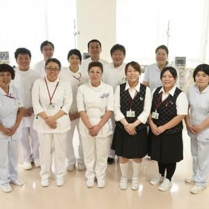 スタッフ集合 こんにちは 三宝病院-09