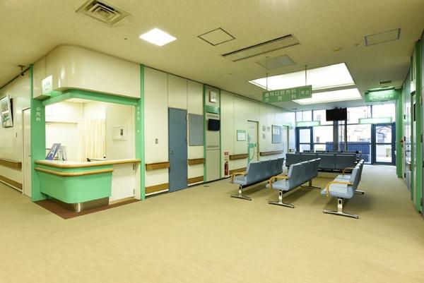 診療科の受付と待合(写真は小児科)